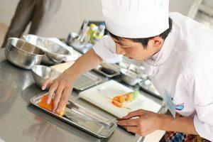 Công ty CP TM&DV Nhật Lâm cần tuyển vị trí: 1 Bếp trưởng + 1 Bếp chính nấu món Việt