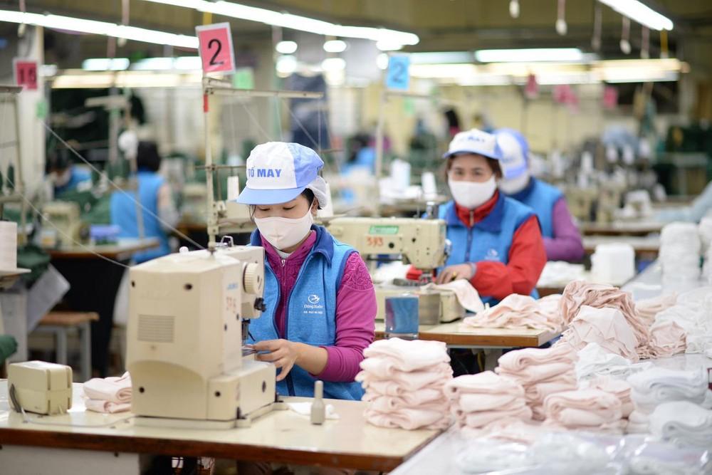 Công nhân nhà máy dệt kim Đông Xuân